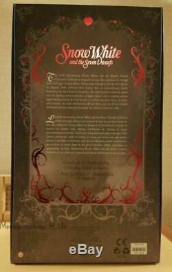 SIGNED Disney Store Limited Edition Snow White Witch Hag Collector Doll LE# 723